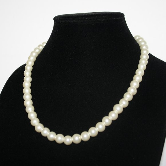"""Beautiful white pearl necklace 17-20"""""""